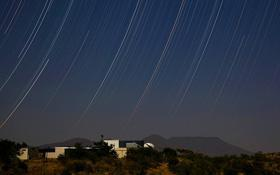 The International Amateur Observatory at Hakos Guestfarm with the Gamsberg in the back © IAS Observatory Hakos