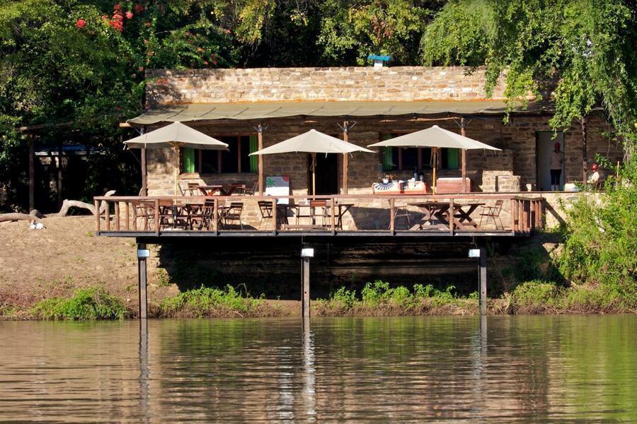 kunene river lodge lodge und camping zwischen ruacana. Black Bedroom Furniture Sets. Home Design Ideas